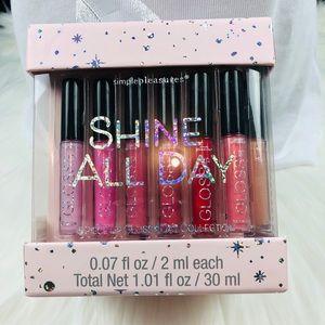 Simple pleasures shine all day. 15 lip glosses